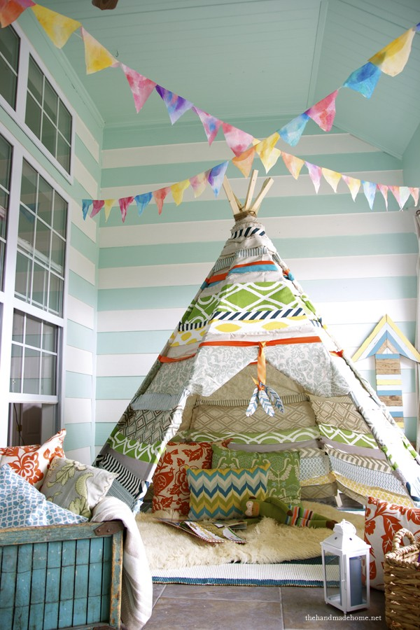This No-Sew Tee Pee is so darn cute, love this idea for a kids playroom!