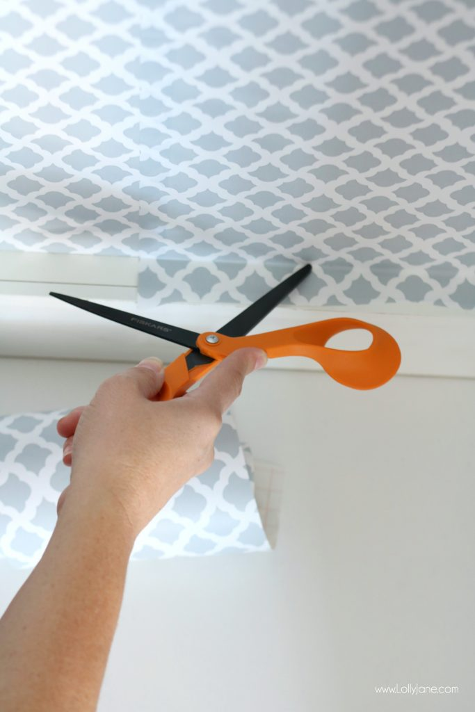 Easy pantry faux wallpaper makeover - Easy tutorial for an easy wallpaper hack, click to see the cute before & after!