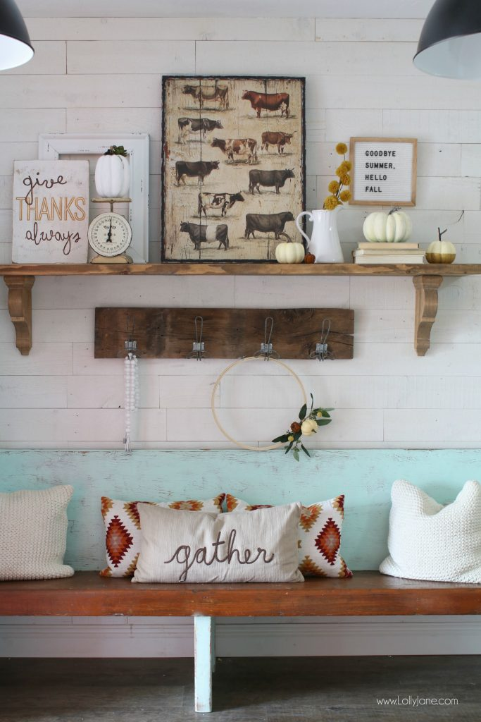 Pretty entryway mantel, love the pops of fall in this farmhouse space! #fallentryway #diy #falldecor #homedecor #fallhomedecor
