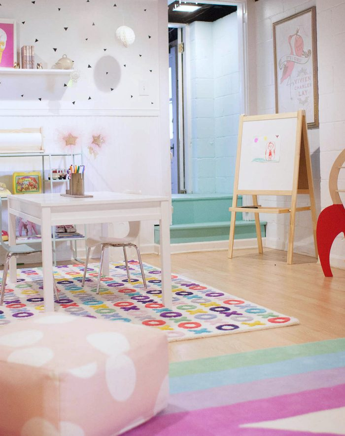 Love this girls playroom, so cute and colorful!