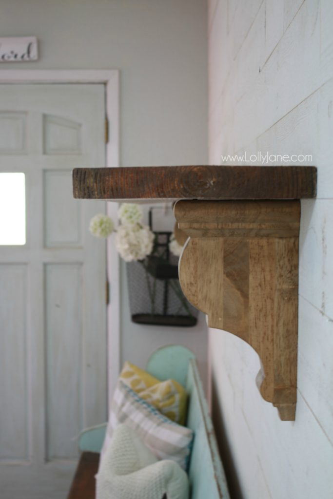 Love this diy rustic shelf tutorial, such a cute famhouse shelf! Easy farmhouse shelf tutorial!
