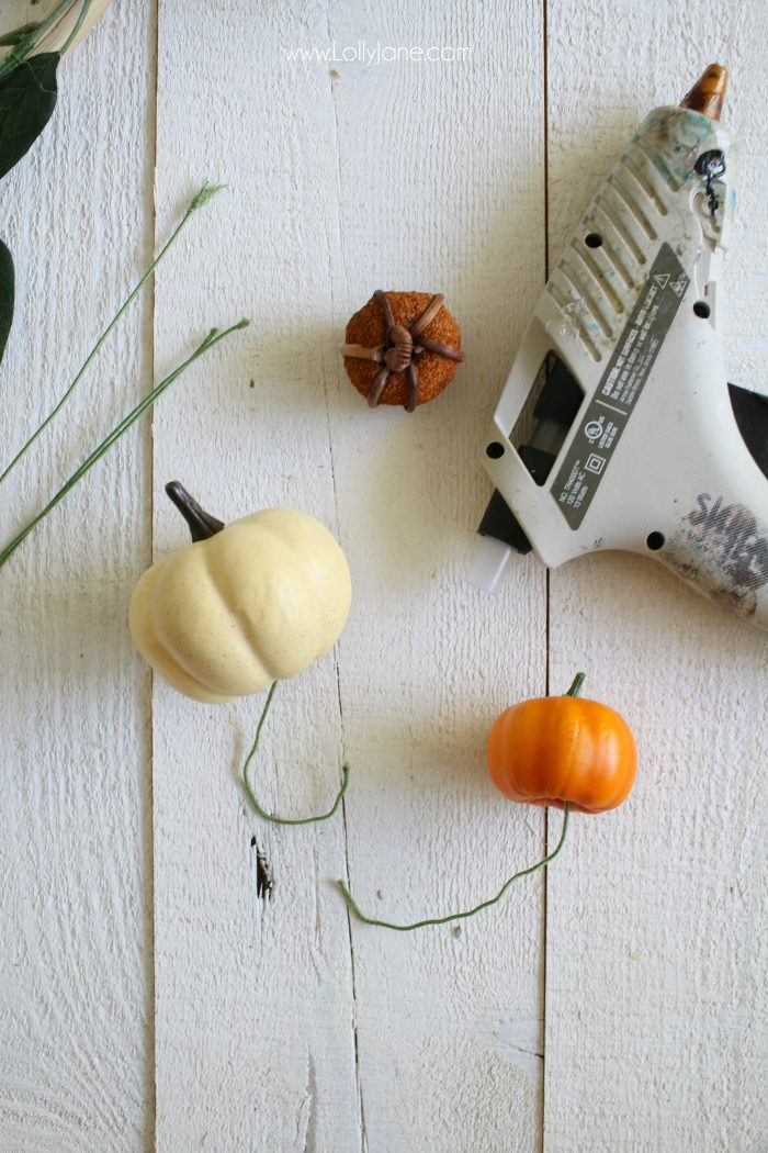 Okay this little pumpkin embroidery hoop wreath is too stinkin cute! And so easy to make! Love a fast fall craft, easy fall home decor idea!