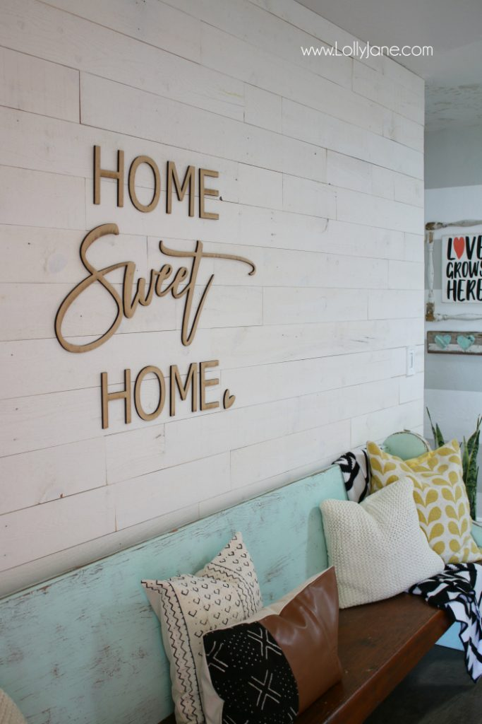 Love this Home Sweet Home wodo cutout, such pretty wall decor! Love this pretty entryway decor idea, so easy to create!
