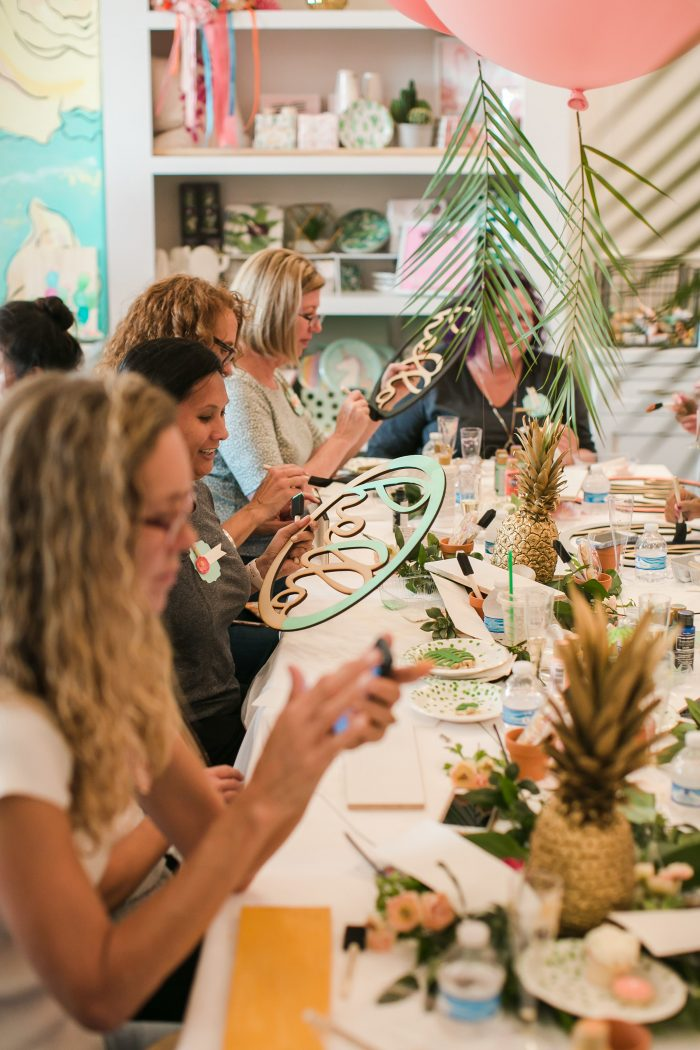 Lolly Jane Queen Bee craft night recap! Such a fun craft night full of cute crafts, yummy desserts, cute decor and an easy dinner. Love this fun craft night girls night out!