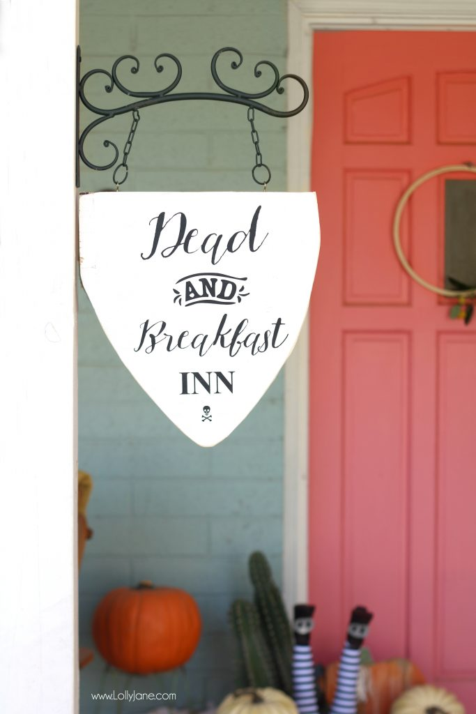 "Easy DIY ""Dead and Breakfast Inn"" hanging sign, perfect for Halloween to welcome guests or trick-or-treaters into your home!"