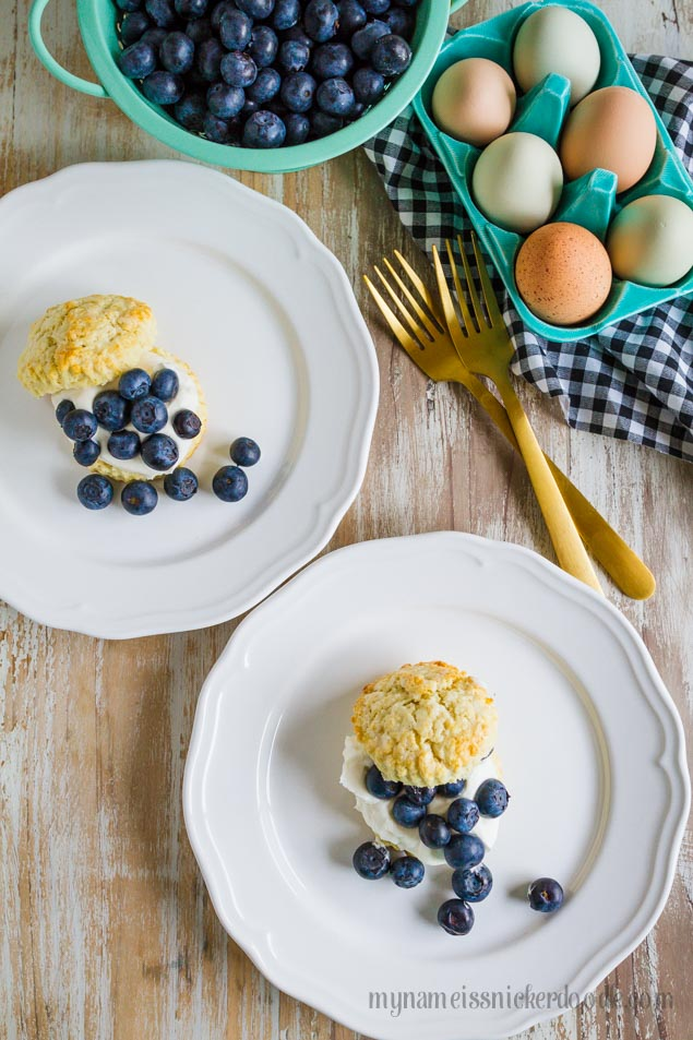 Amazing Blueberry Shortcakes, easy recipe and SO tasty! Perfect for breakfast or brunch!