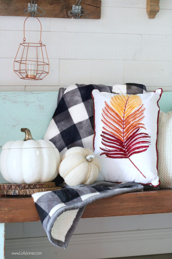 Make a Cozy space in your Entryway EASILY for Fall!