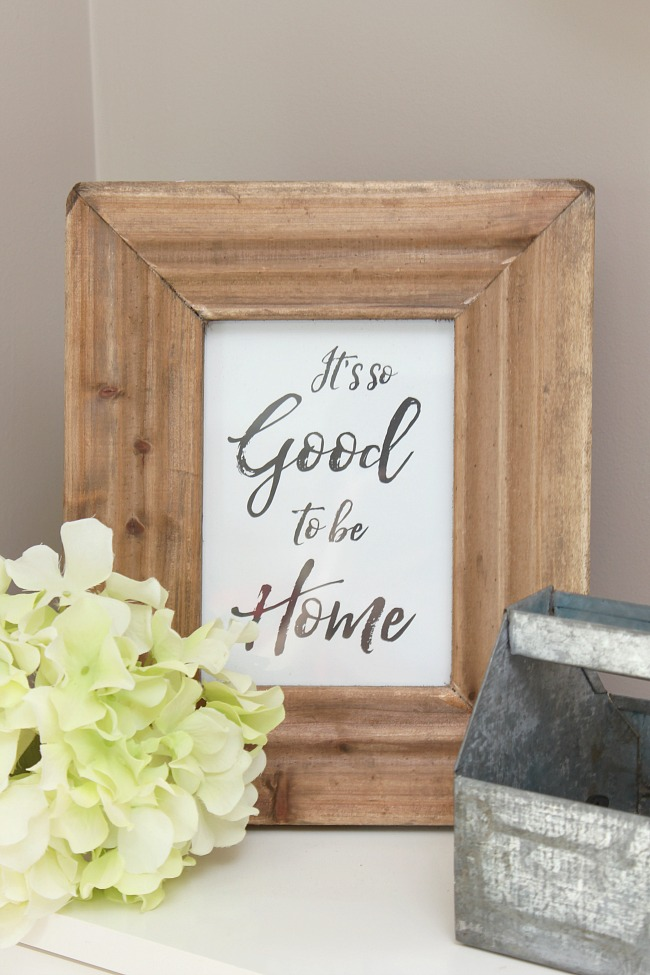 Love this farmhouse it's so good to be home free printable! Cute farmhouse decor, easy ways to decorate your home!