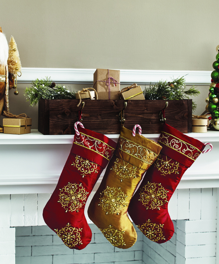 DIH Workshop | Learn to make this easy wood stocking hanger, such a cute way to display stocking by filling it with Christmas decor.