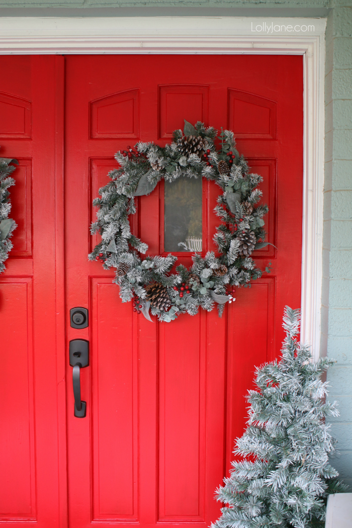Bold red front door makes for pretty Christmas decor! Loving this front porch Christmas decorating, easy to copy this pretty outdoor Christmas decor!