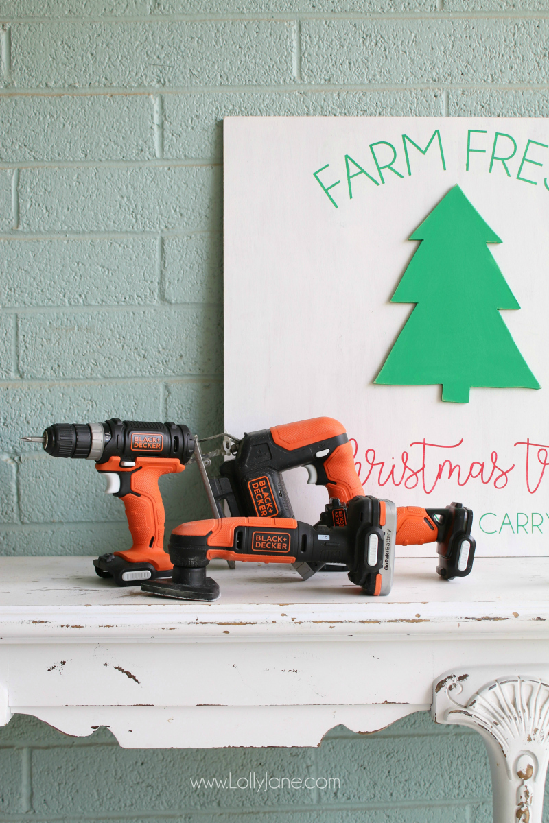 Black and Decker GoPak, the perfect Christmas gift for the tool lover! Learn how to implement this easy to use tools by making this cute farm fresh Christmas tree sign!