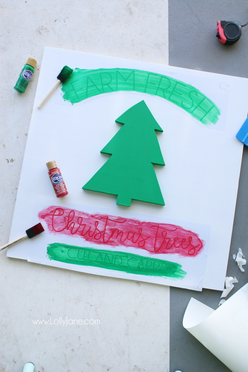 DIY farm fresh Christmas tree sign | Such a fun tutorial to make this easy Christmas sign!
