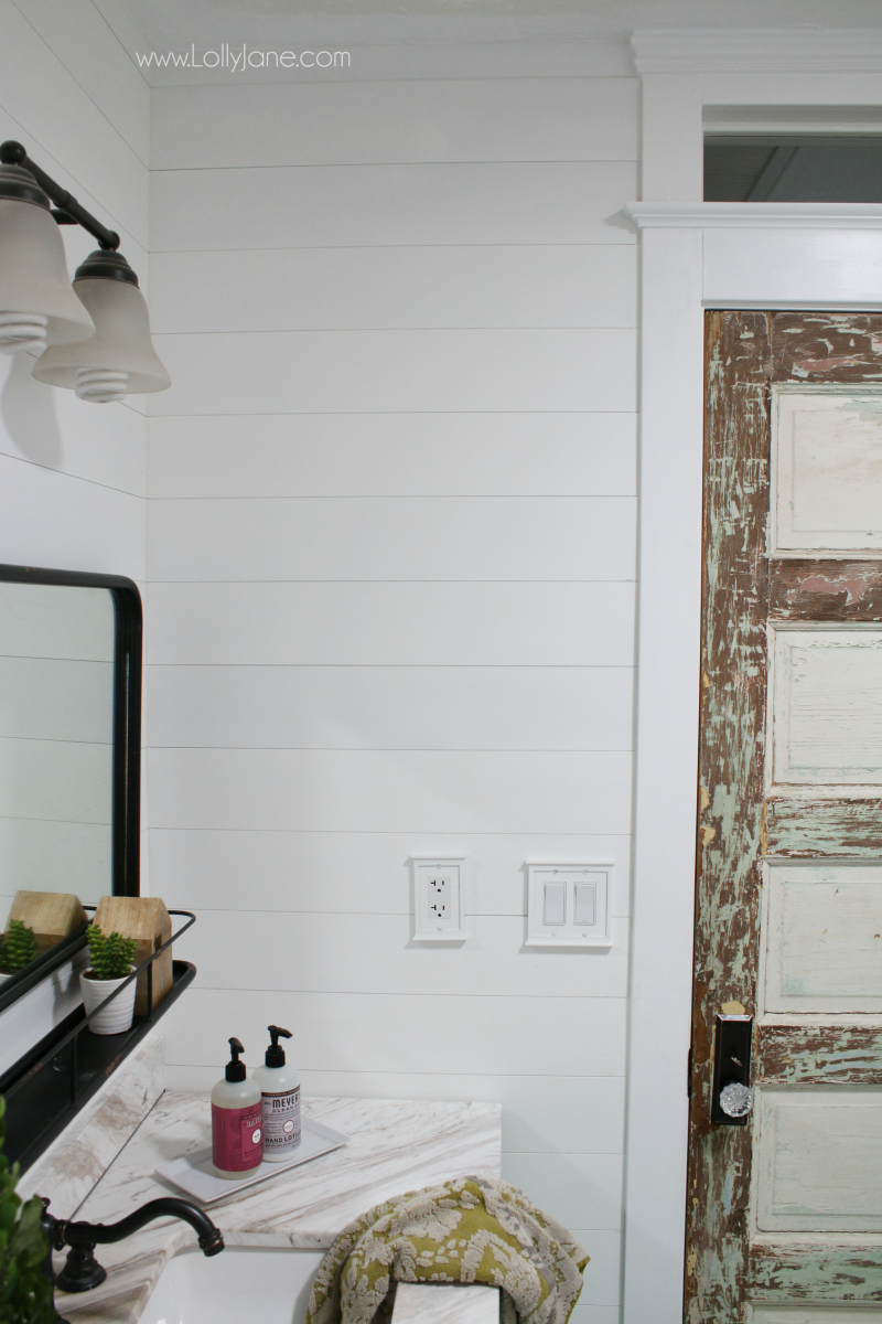 Bathroom remodel farmhouse decor ideas! Lots of ways to add farmhouse charm to your bathroom renovation!