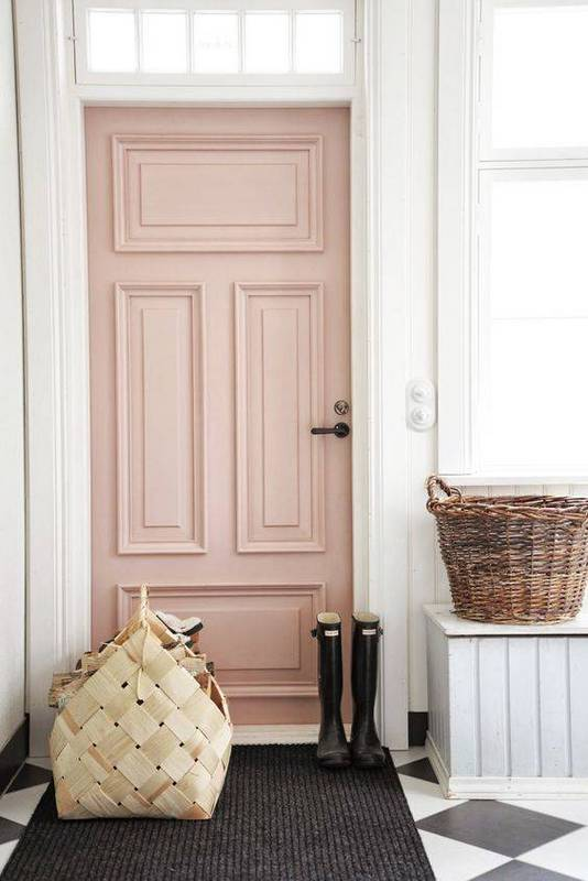 Dying over this Dusty Rose pink front door! Such a welcoming front porch! Love this whole collection of pink front doors with pretty porches, swoon!