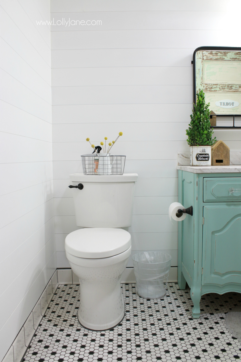 Loving this shiplap and honeycomb tile in this farmhouse bathroom renovation, pretty ideas!