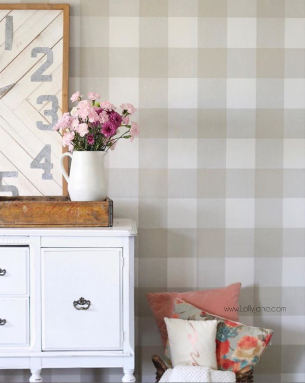 Loving this peel and stick buffalo check wallpaper! This cute plaid wallpaper is removable and reusable, wow! Such a pretty buffalo check wall!