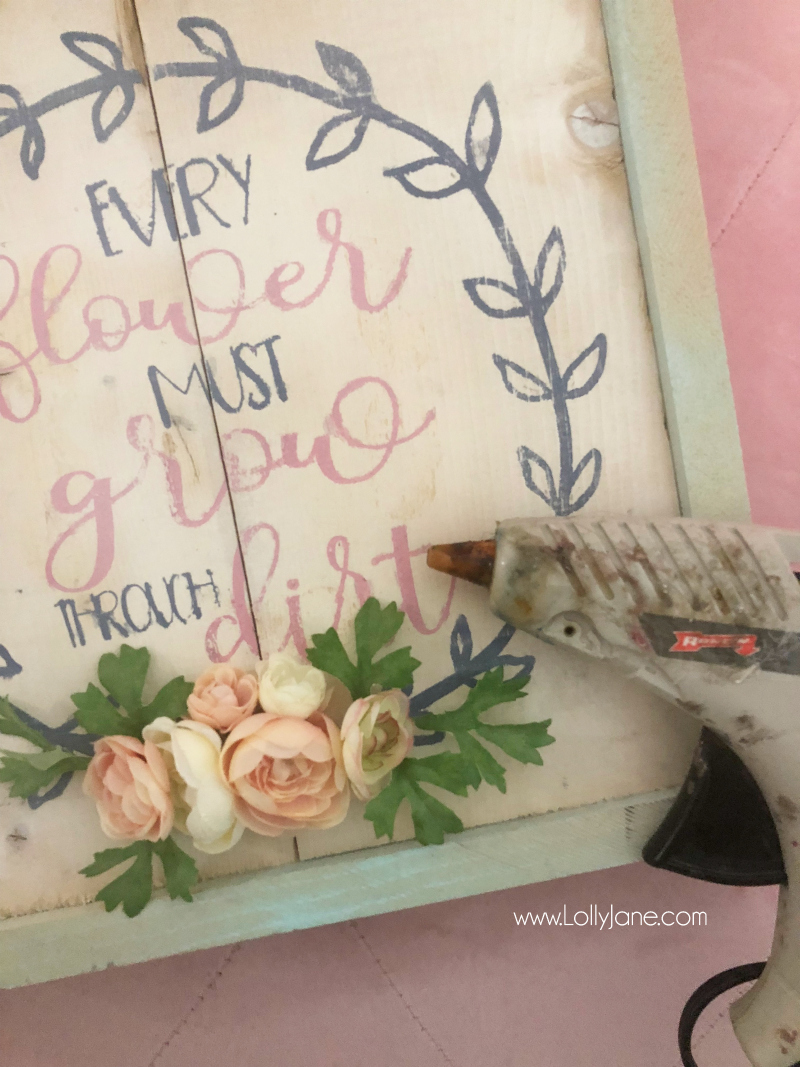 Loving this floral wood sign diy spring decor! Check out this easy to make wood sign, perfect for spring!