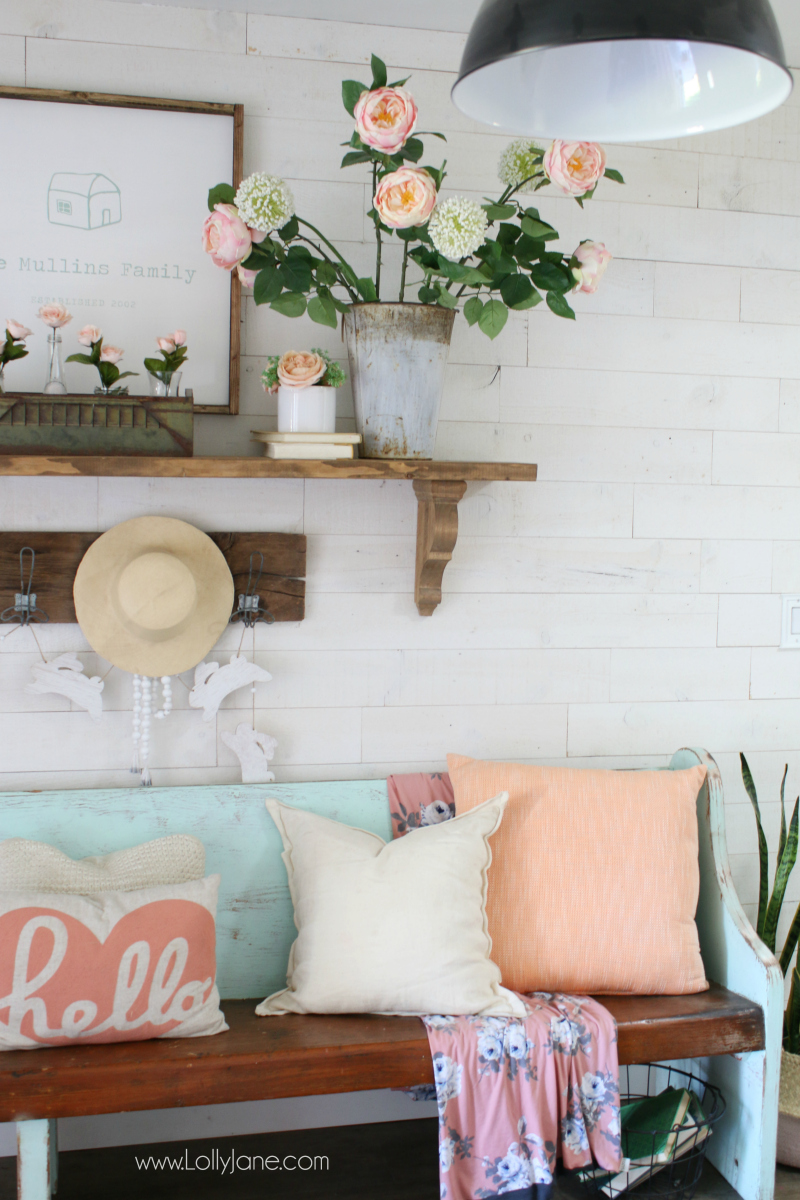 Pink and white spring entryway decor ideas! Fun diy spring sign with free cut file included!