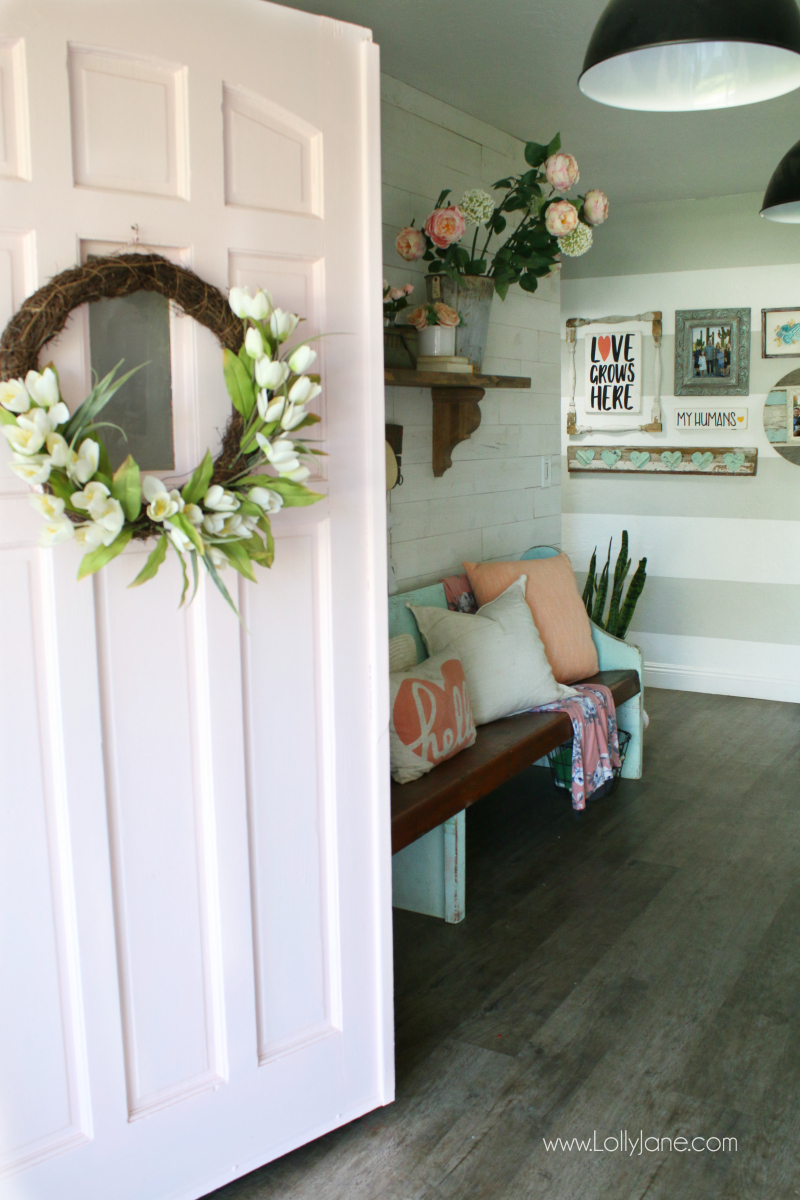 Such happy spring entryway decor ideas! Love this colorful entryway full of pink spring decor!