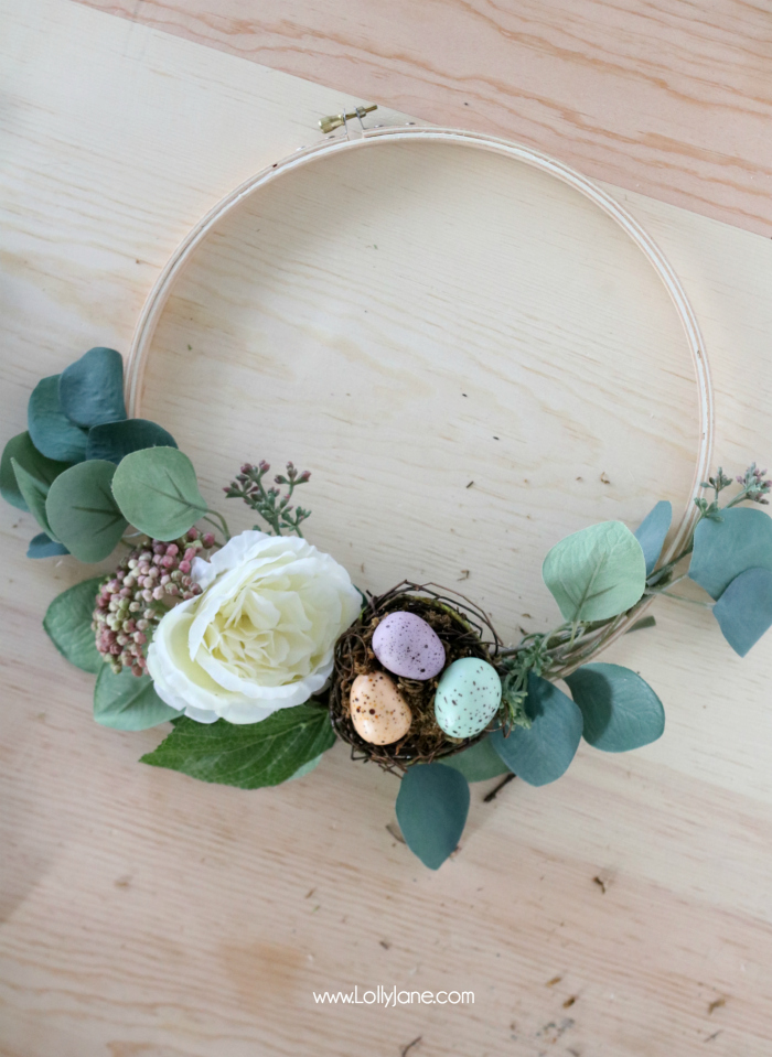 Love this gorgeous DIY Spring Embroidery Hoop Wreath, made in under 30 minutes and with beautiful faux florals... and a cute egg nest!