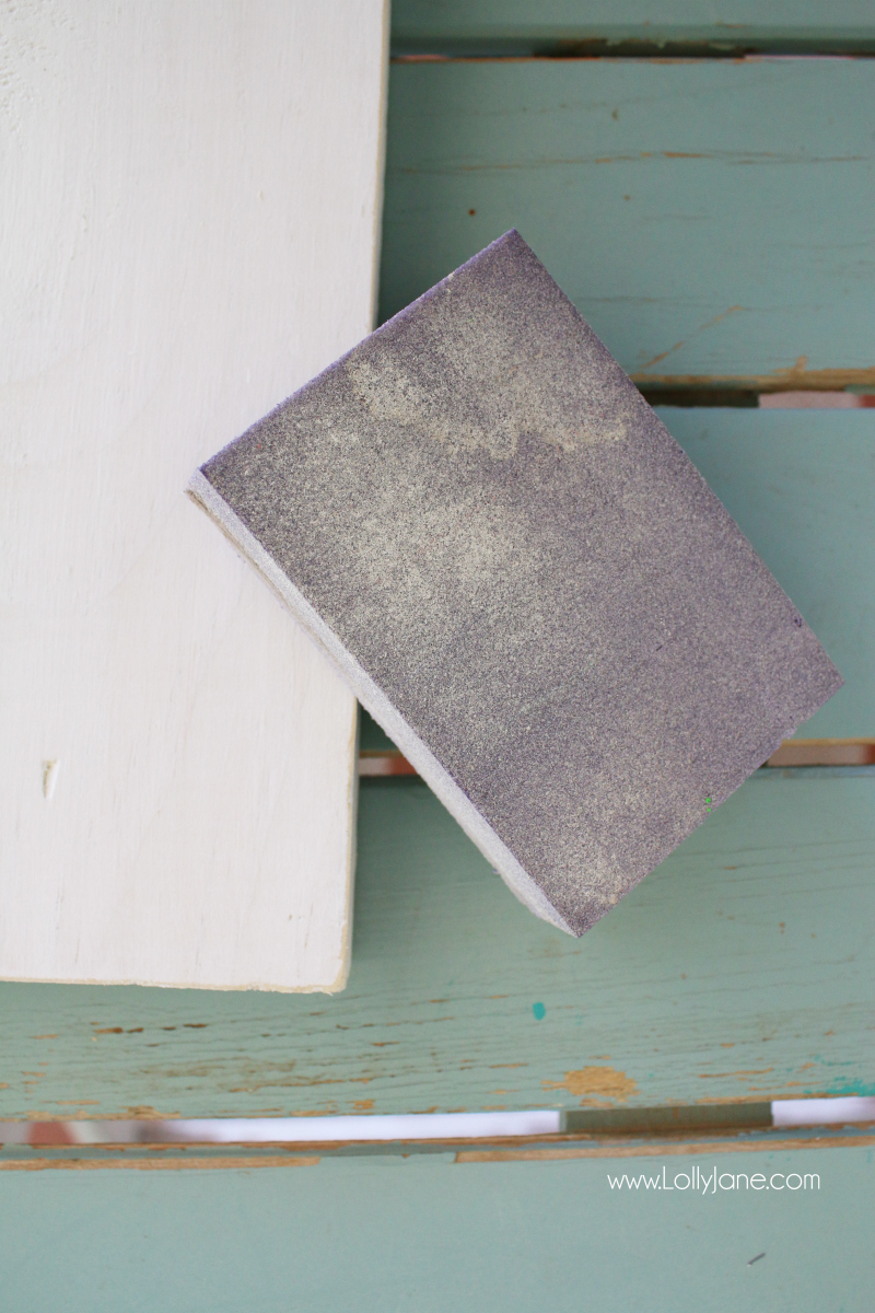 How to give handmade signs the worn look: use a sanding block! Love these easy to make rustic farmhouse sign tutorials!