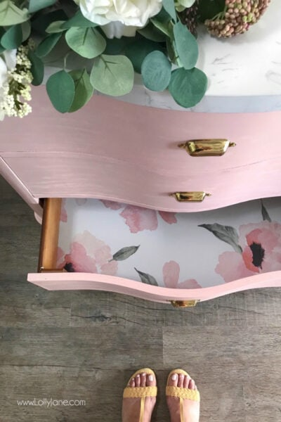 Loving this painted pink vanity makeover from Lolly Jane! Such a cute glam farmhouse bathroom makeover!