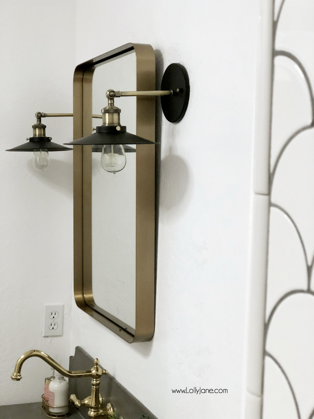 Love the pops of gold, bronze, and GLAM in this farmhouse bathroom! So pretty!