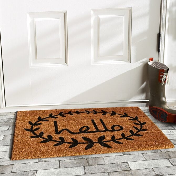 Love this hello rug with a laurel around it! Such a cute front door rug, especially layered with a buffalo check rug underneath!