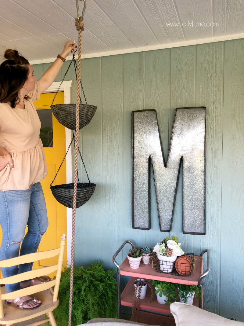 How to hang planter flower baskets to decorate your back patio. Love this porch decor using hanging flower baskets!