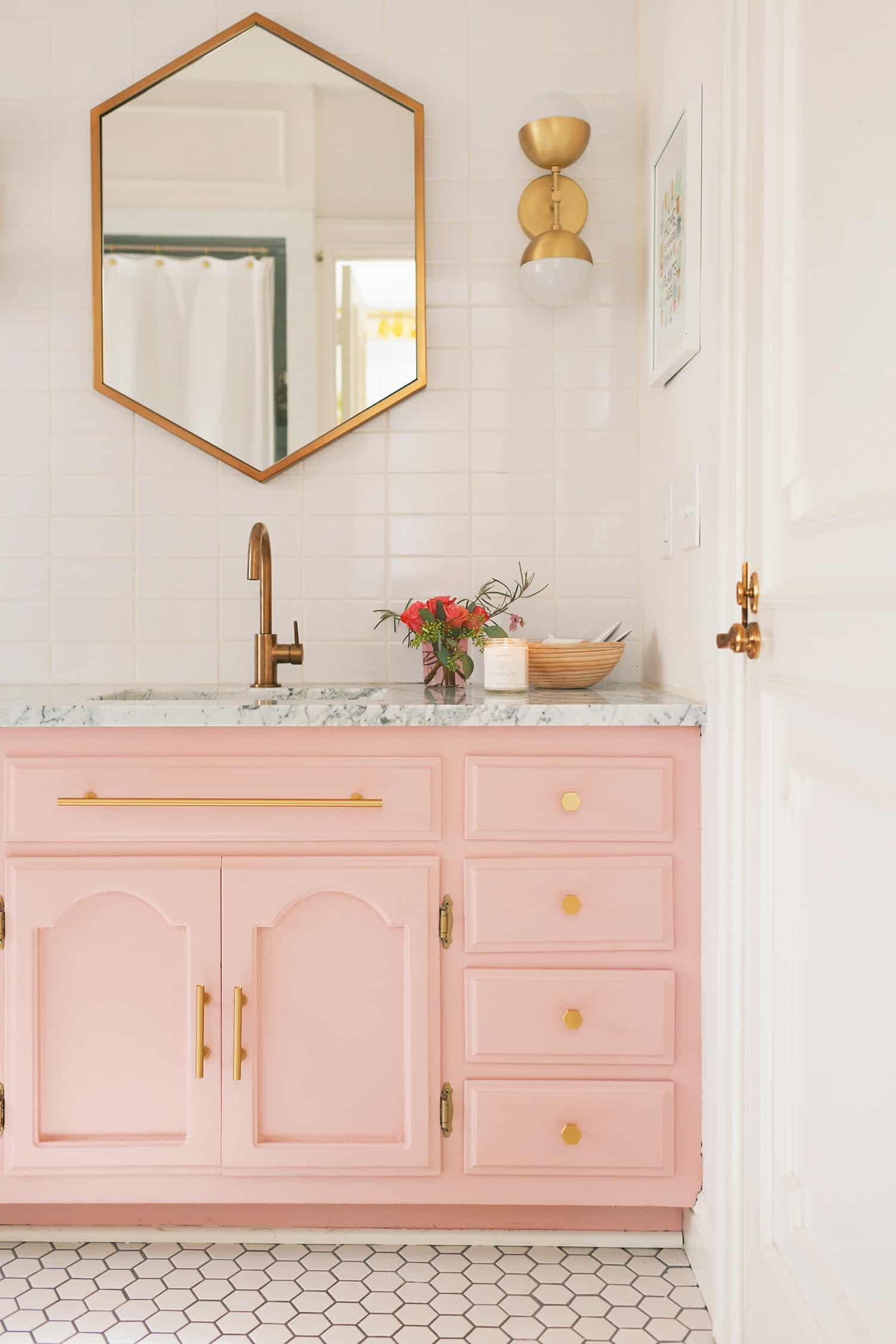 Love this modern pink vanity with white subway tile, such pretty bathroom decor ideas! Love this modern bathroom inspiration!