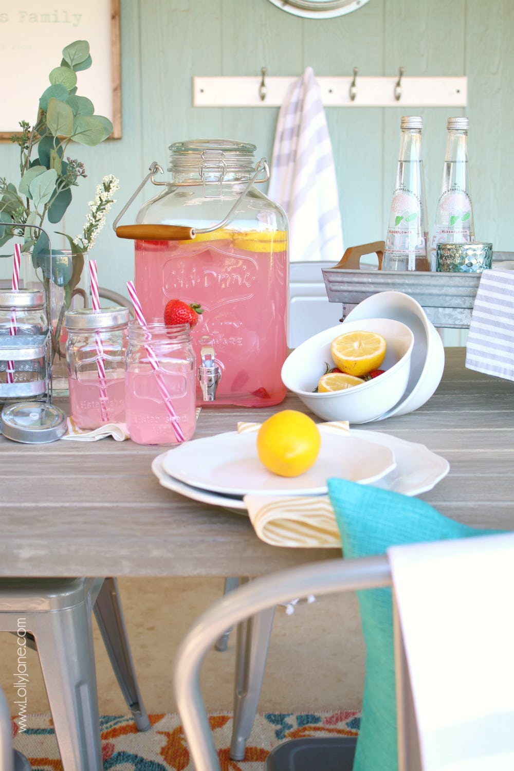Porch Decorating Ideas for Summer - Easy Summer Entertaining tips + tricks! This setup is so simple to recreate if you have a few staple items, click through to see!