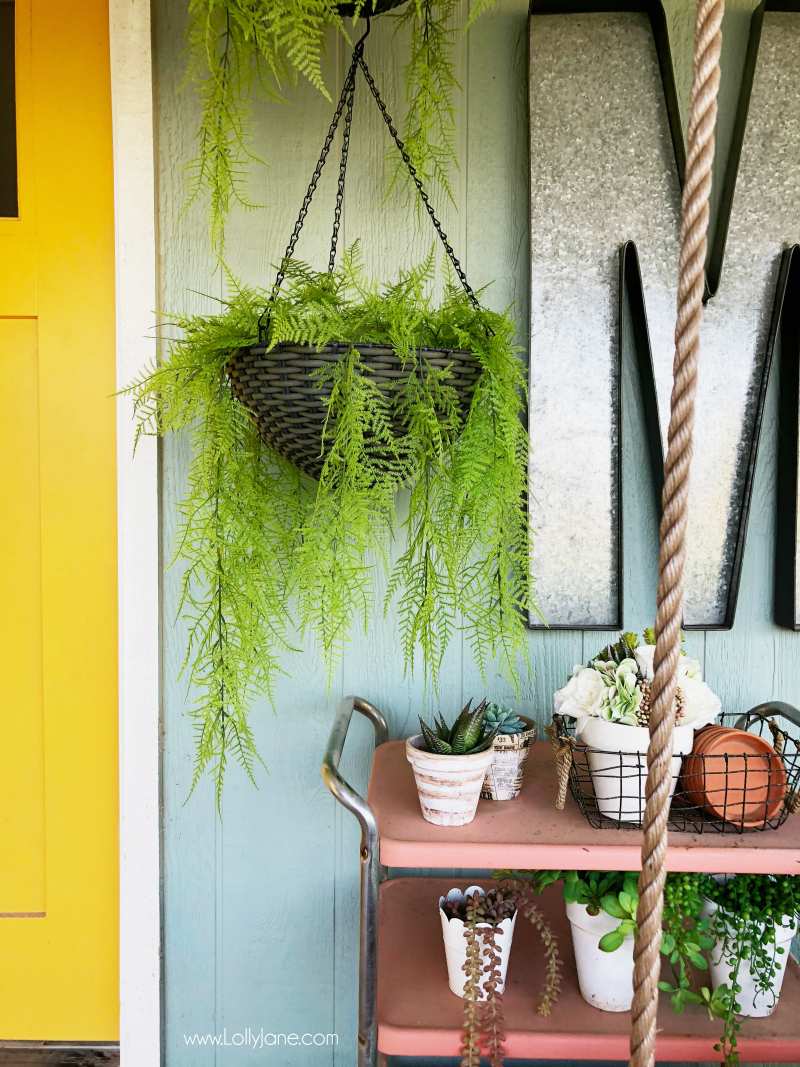 Decorating with artificial ferns, pretty outdoor decor! Love these quick tips to warm up your porch decor!