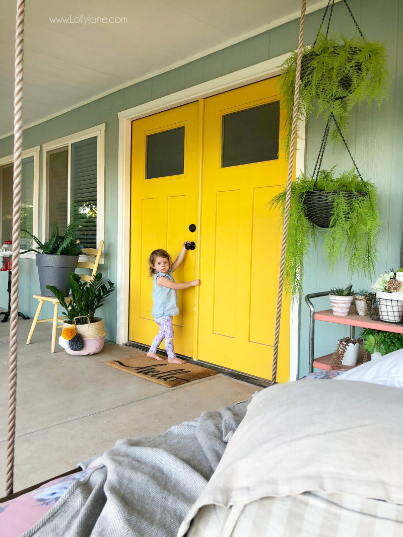 Love these outdoor plant decor ideas, these faux ferns are so pretty on this back porch! #porchdecor #outdoorspaces
