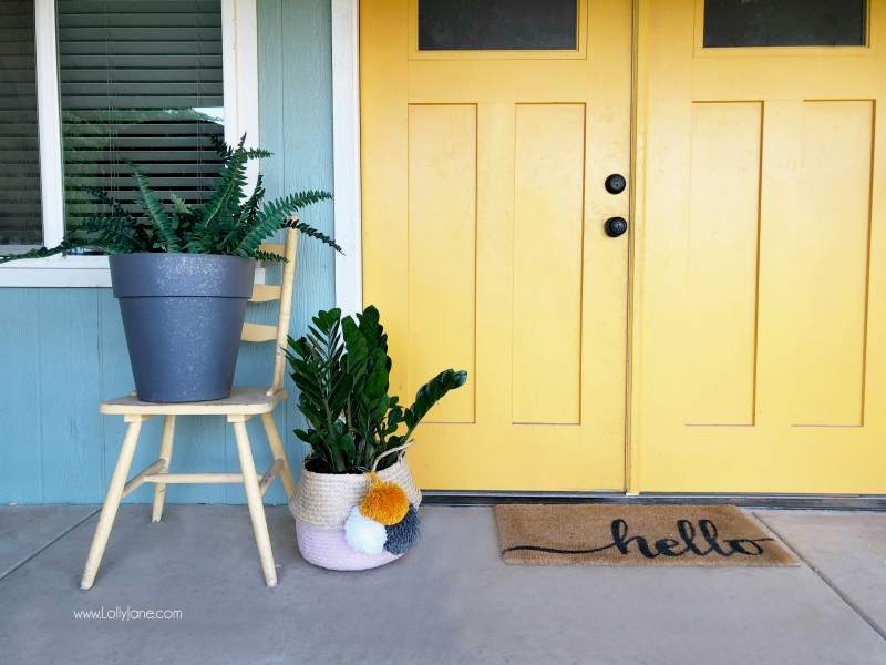 Loving these porch plant decor ideas! Learn all the different ways to use hanging planters and how to care for hanging plants. #porchdecor #outdoorspaces