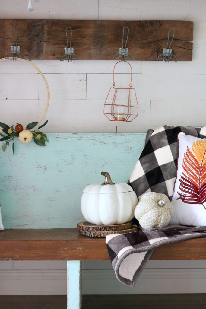 Love these easy fall tips to get your home ready for fall. Pretty fall home decor ideas with great tips to get your home ready for fall. #falldecor #autumn #homedecor #falltips #getreadyforfall