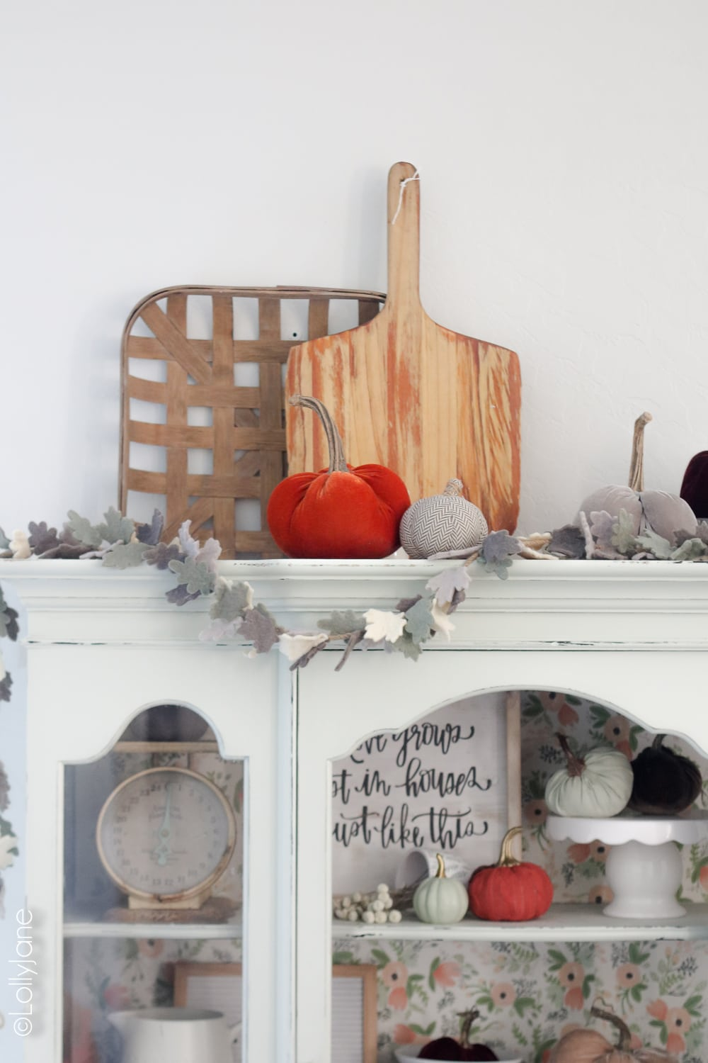 Add garland and plush pumpkins to your hutch, cabinet, or buffet for instant autumn warmth! Click to see 5 other fall homes decked out for fall! #diy #falldecor #homedecor #fallhomedecor