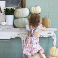 Loving these fall porch decorating ideas with neutral pumpkins and old scales and fresh mums. Lots of easy ways to decorate your front porch for fall! #falldecor #porchdecoratingideas #fallporchdecor #falldecoratingideas