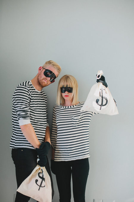 Feeling fiesty? These easy to make bank robbers couples costumes are too cute and easy to put together! #robberscostume #couplescostumes #halloweencouplescostumes