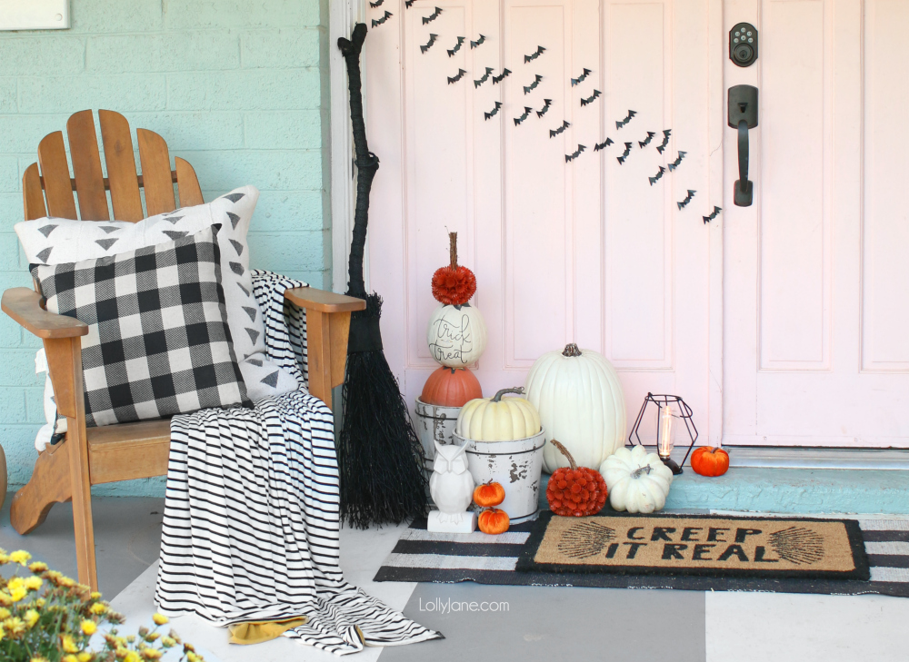 Cutest accessory to easily spruce up your spooky space for Halloween or for fall! Make this DIY Pumpkin Topiary in under 30 minutes!