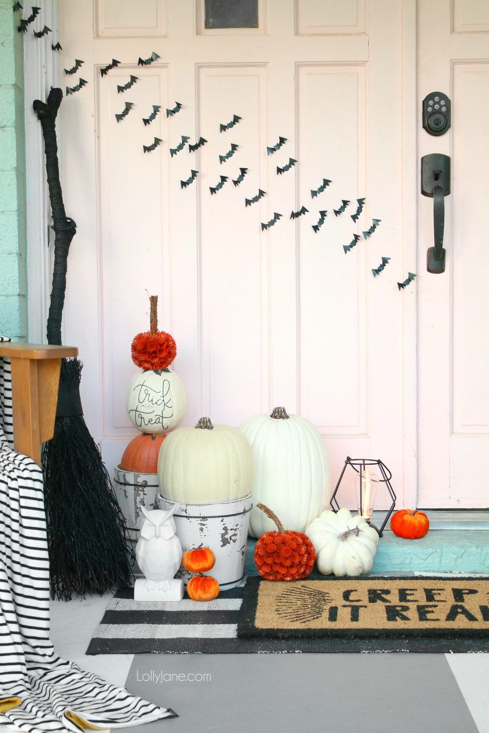 Easy DIY Pumpkin Topiary ever... just pile some pumpkins together and secure to spruce up your Halloween or fall porch. BAM. Decorations = done!