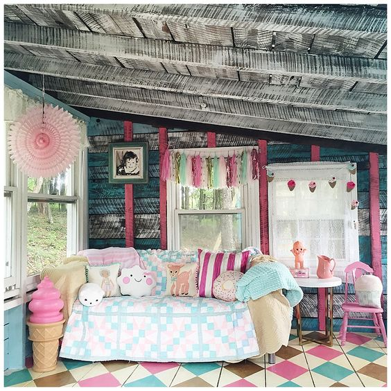 Cutest kids playhouse for the outdoors, wow! This was an OLD SHED turned into a kids dream PLAYHOUSE, love it!! Come see how fun it is to fix up an old shed! #diy #outdoordecor #kidsplayhouse #kidsplayhouseoutdoors
