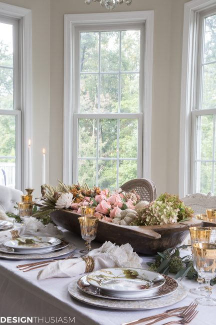 This Thanksgiving centerpiece decor with a bright and cheery room makes us want to find a dough bowl and fill it up with all the flowers STAT! Such a pretty space, we'd love to share a Thanksgiving meal surrounded by all the gorgeous fall decor! #thanksgivingdecor #thansksgivingdecorations #thanksgivingdecoridea