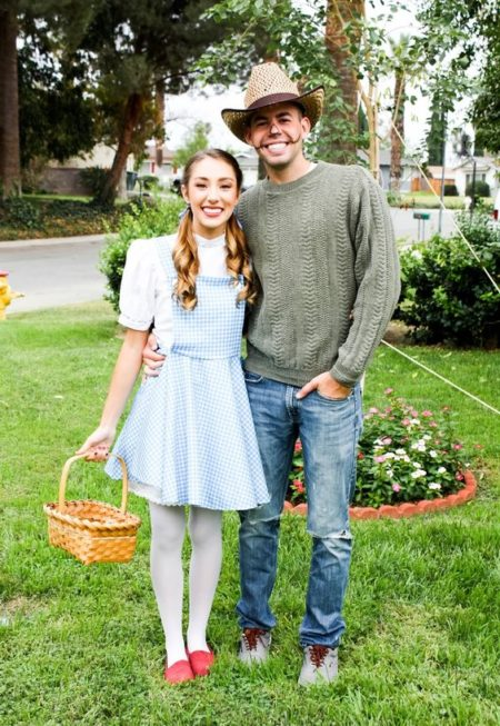 The Wizard of Oz was my FAV movie growing up, and what a fun couples costume to do with your BOO! #wizardofozcostume #halloweencostume #couplescostume