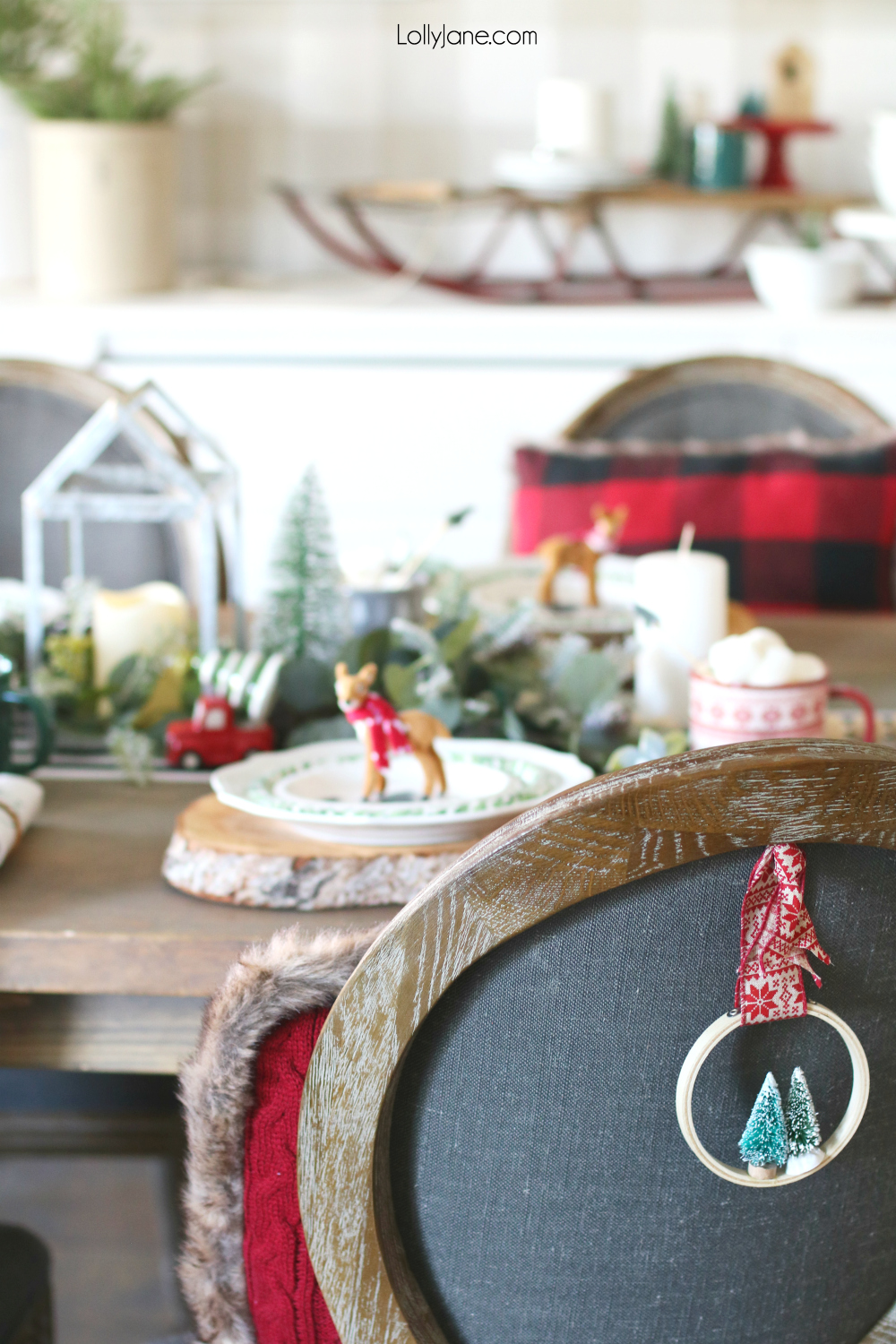 Love this Christmas tablescape with easy ideas how to create your own! #christmas #christmastablescape #christmascenterpiece #centerpiece #wintertablescape #diy