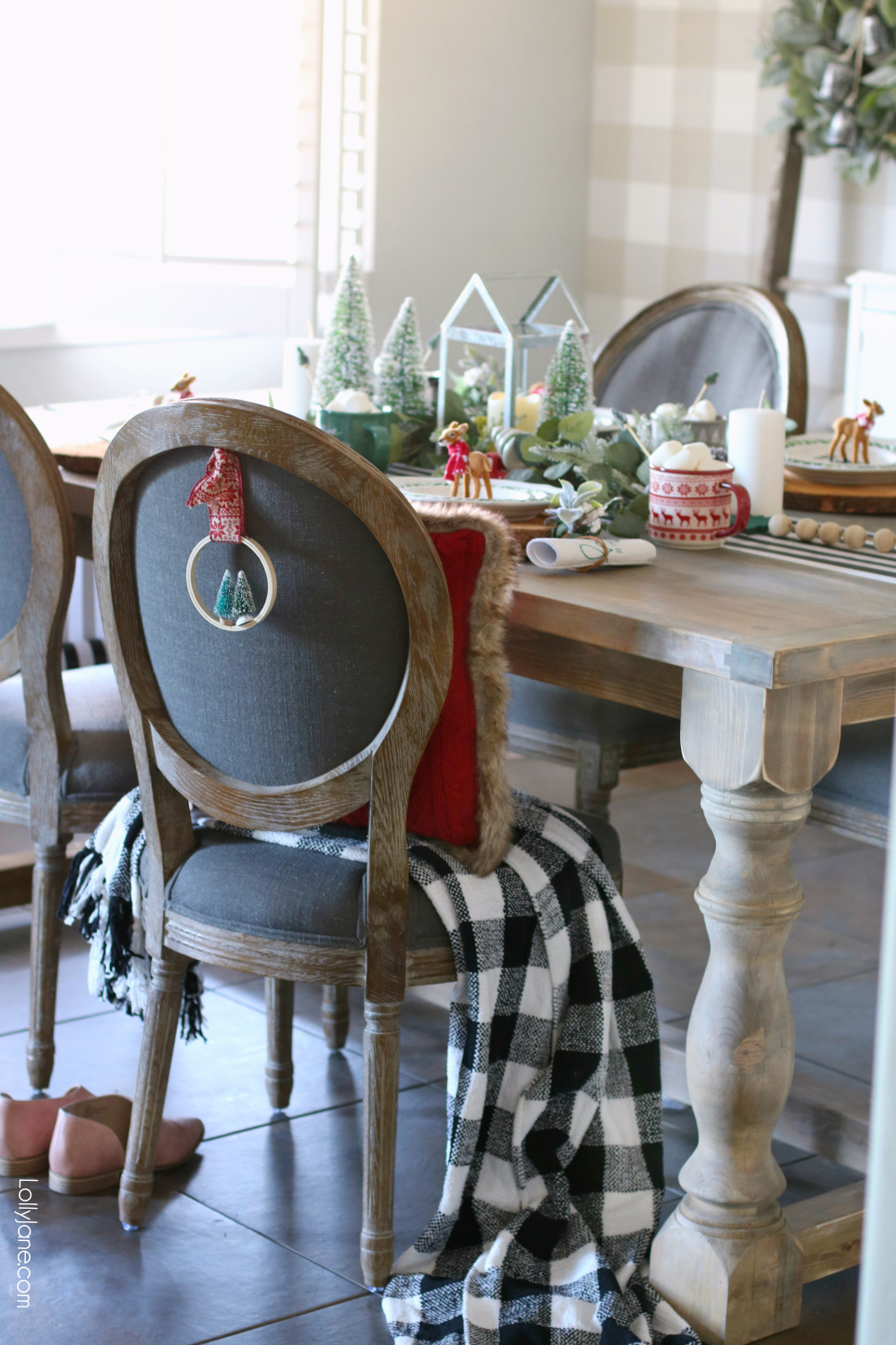 Decorate the back of your chair to really make it blend with your centerpiece! This decor doubles as an ornament for guests to take home, too cute!! #christmas #christmastablescape #christmascenterpiece #centerpiece #wintertablescape #diy