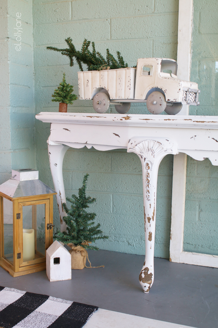 Wow your guests as they come up to the front porch for all the holiday dinners! Grab some inspiration from these 10 Christmas Front Porches. #christmashometour #christmasporchideas #christmasdecorations