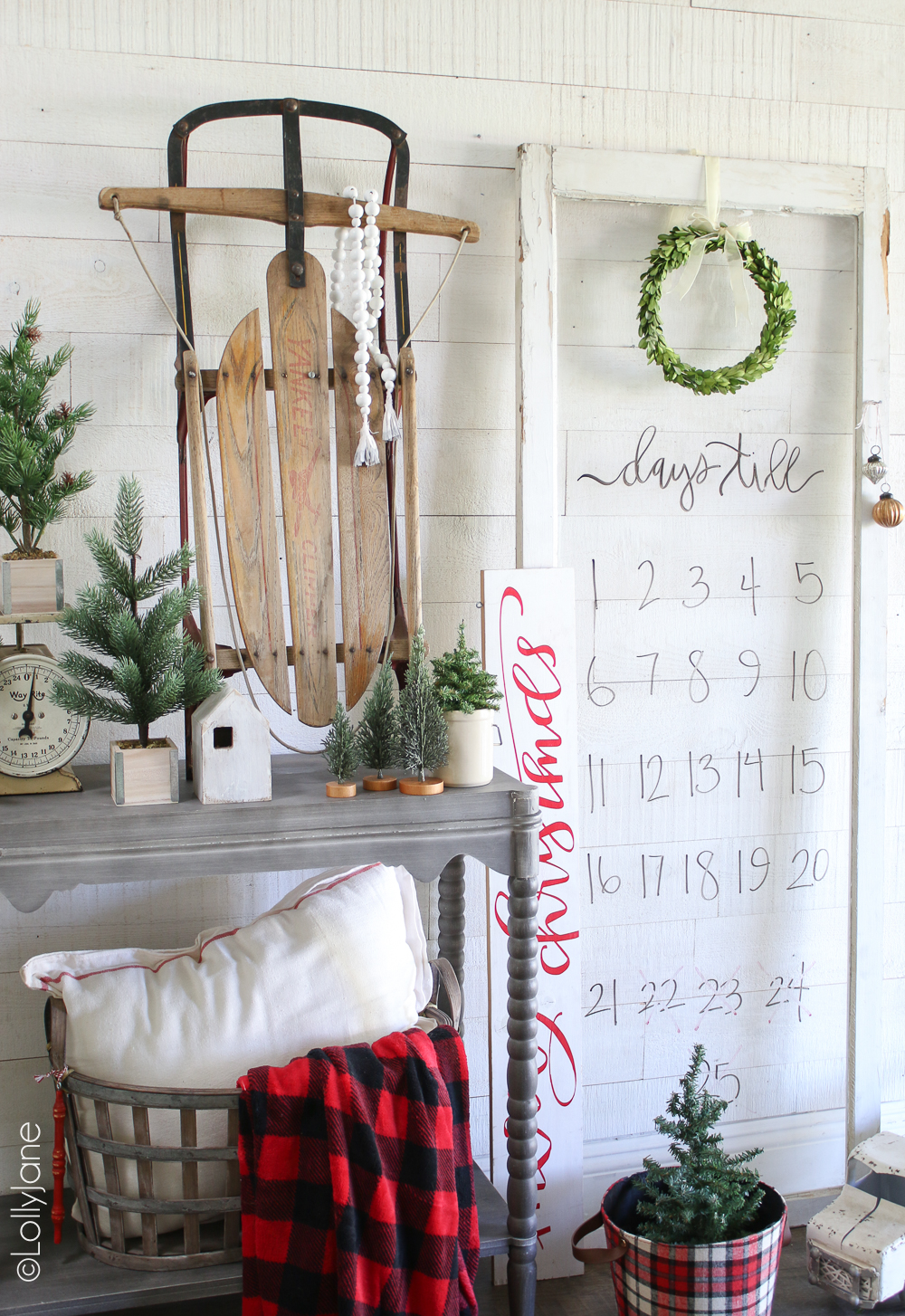 How to make a Christmas countdown board. Recycle an old window pane and use dry erase markers to create a super easy Christmas countdown! #diy #christmasdecor #christmasdecorations #dryerasecraft #christmascraft