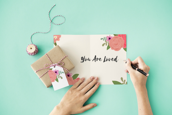 Take this 30 day gratitude challenge starting with journaling what you're grateful for daily. Fun wellness challenge to be more grateful! #grateful #gratitudechallenge #begrateful