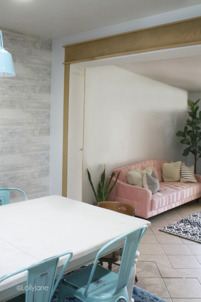 Making over a mid century modern living room from an old Arizona room, what a cute room makeover! #oldfarmhouse #midcenturymodern #livingroomdecor