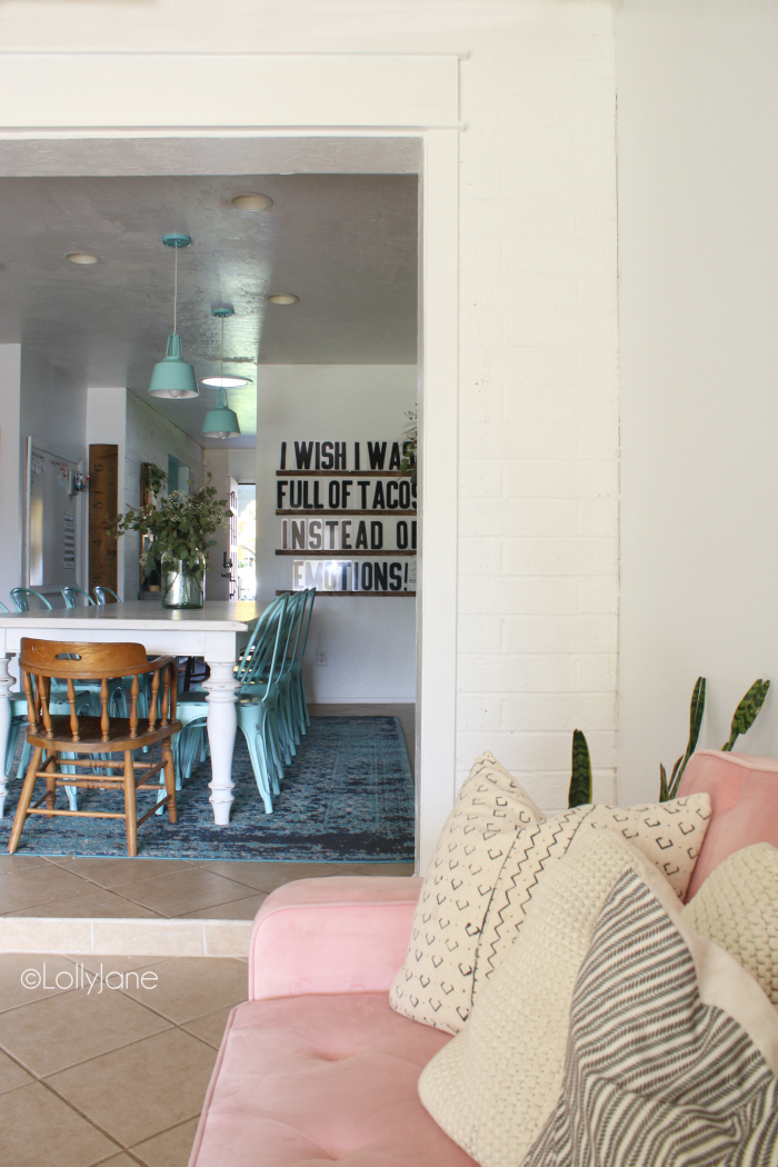 Modern farmhouse decor with mid century modern furniture, such a fun eclectic home! #midcenturymodern #modernfarmhouse #homedecorideas